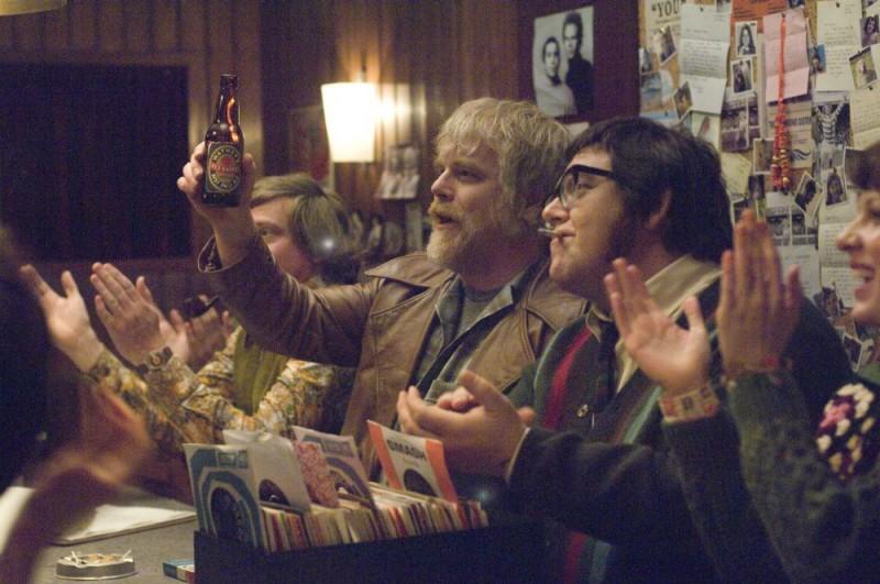 Philip Seymour Hoffman in una scena del film I Love Radio Rock