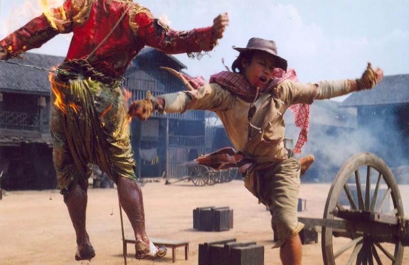 Samart Payakarun in una sequenza di Dynamite Warrior