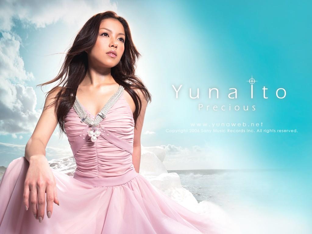 Wallpaper: Yuna Ito tra le nuvole
