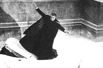 Christopher Lee precipita nel lago ghiacciato in Dracula principe delle tenebre