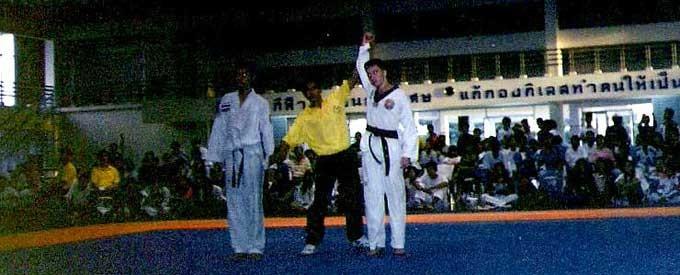 Don Ferguson vince la medaglia d\'oro a Bangkok, Thailandia