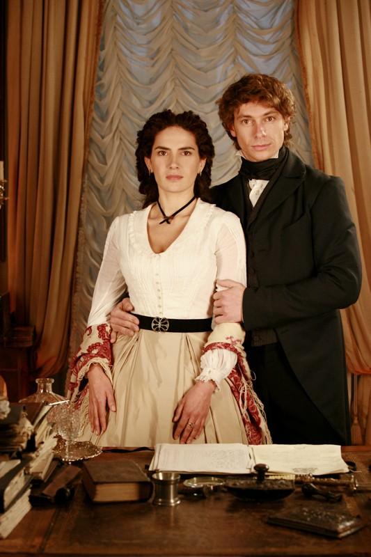 Giorgio Pasotti e Maya Sansa nella fiction David Copperfield