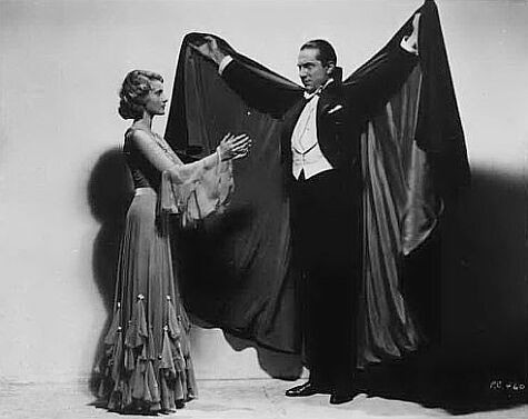 Bela Lugosi e Frances Dade in una bella immagine promozionale di Dracula