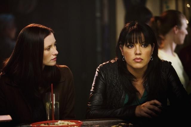 Chyler Leigh e Sara Ramirez in una scena dell'episodio Beat Your Heart Out di Grey's Anatomy