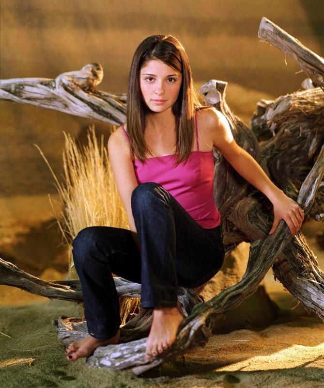 Foto promozionale di Shiri Appleby della prima stagione di Roswell