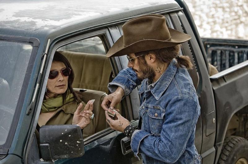 Hiam Abbass e Gael Garcia Bernal in una scena del film The Limits of Control