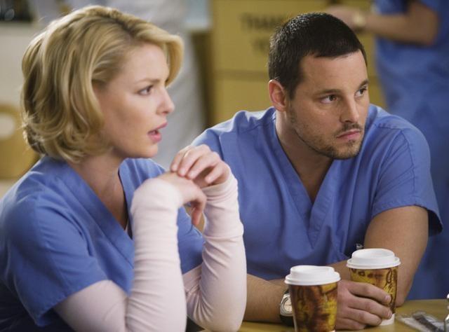 Katherine Heigl e Justin Chambers in una scena dell'episodio Beat Your Heart Out di Grey's Anatomy
