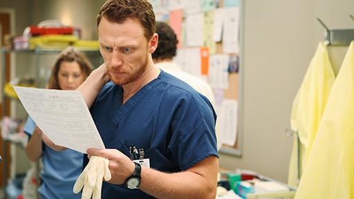 Kevin McKidd in una scena dell'episodio Vorrei che tu fossi qui  di Grey's Anatomy