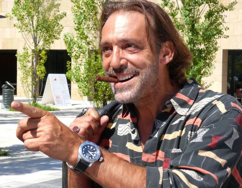 Luca Ward in una scena del film TV Un amore di strega