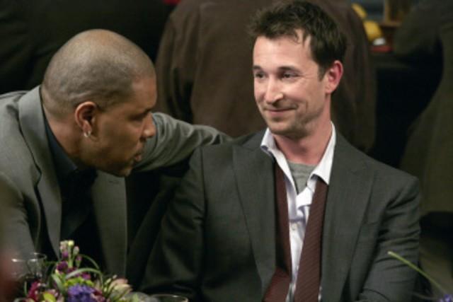 Noah Wyle ed Eriq La Salle in una scena dell'episodio And in the End... di E.R. - Medici in prima linea