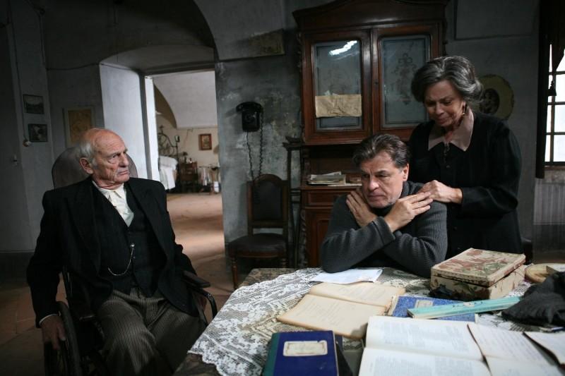 Philippe Leroy, Michele Placido e Giovanna Ralli in una scena del film Il sangue dei vinti