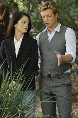 Robin Tunney e Simon Baker in un momento dell'episodio Seeing Red di The Mentalist