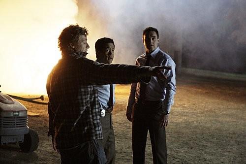 Simon Baker ed Owain Yeoman in una scena dell'episodio Red John's Friends di The Mentalist