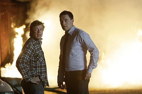 Simon Baker ed Owain Yeoman nell'episodio Red John's Friends di The Mentalist