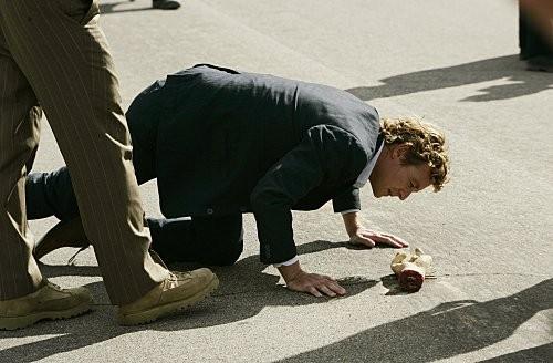 Simon Baker in una scena dell'episodio Red-Handed di The Mentalist