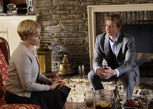Simon Baker in una scena dell'episodio The Thin Red Line di The Mentalist