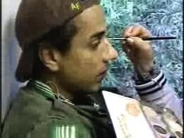 Sul set di En los tacones de Eva: Jorge Enrique Abello durante una seduta di make up.