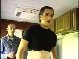 Sul set di En los tacones de Eva: Jorge Enrique Abello trasforma il suo corpo per il personaggio di Eva, da lui interpretato.