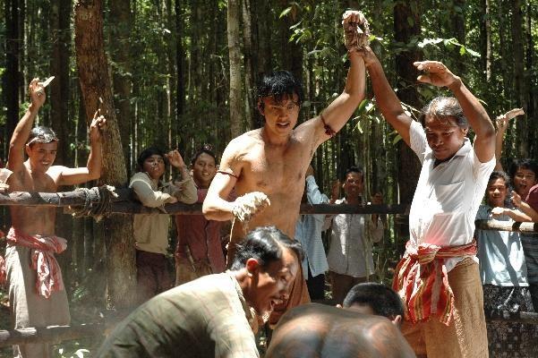 Thawatchai Phanpakdee in una scena d'azione di di Muay Thai Chaiya