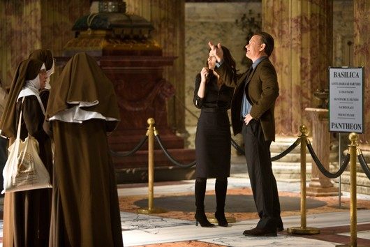 Angeli e Demoni: Robert Langdon (Tom Hanks) e Vittoria Vetra (Ayelet Zurer) in Basilica