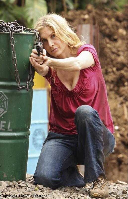 Elizabeth Mitchell in una scena dell'episodio The Incident, finale della stagione 5 di Lost