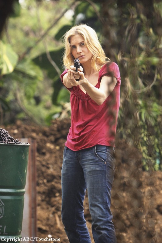 Elizabeth Mitchell nell'episodio The Incident, finale della stagione 5 di Lost