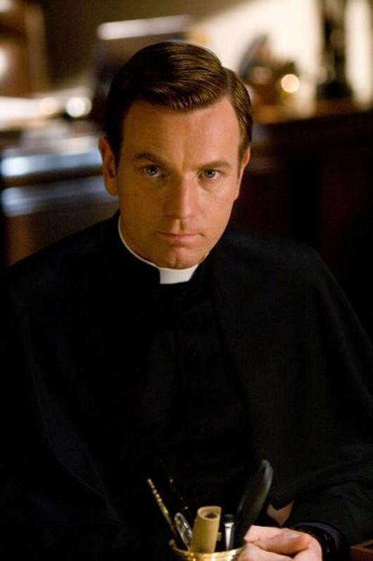 Ewan McGregor nel film Angeli e Demoni, in cui interpreta Carlo Ventresca