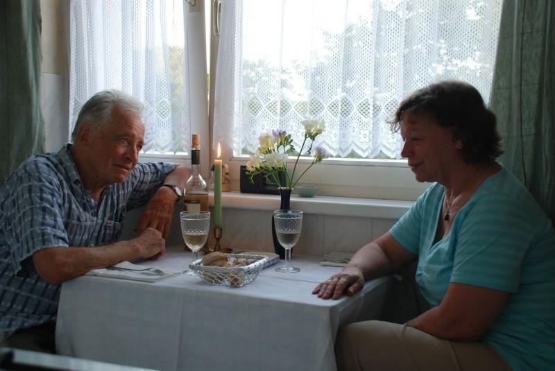 Horst Westphal e Ursula Werner in una scena del film Settimo cielo