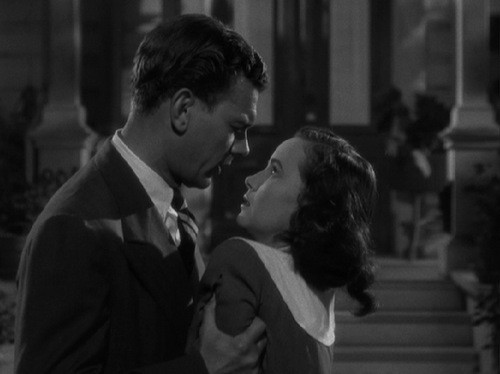 Joseph Cotten e Teresa Wright in una sequenza de L'ombra del dubbio