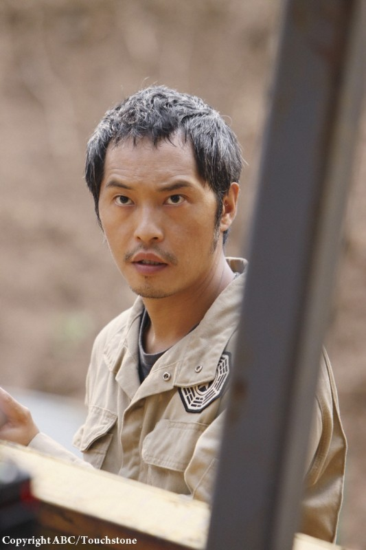 Ken Leung in una scena dell'episodio The Incident, finale della stagione 5 di Lost