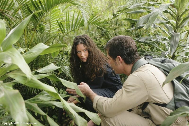 Matthew Fox ed Evangeline Lilly in una scena dell'episodio Follow the Leader di Lost