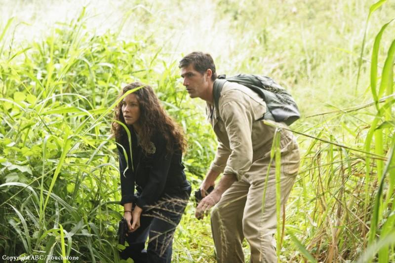 Matthew Fox ed Evangeline Lilly nell'episodio Follow the Leader di Lost