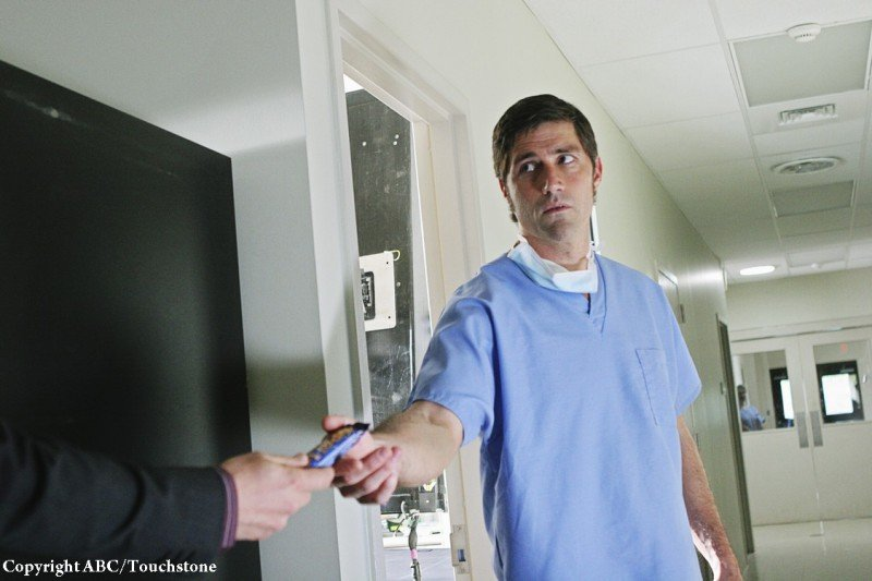 Matthew Fox nell'episodio The Incident, finale della stagione 5 di Lost
