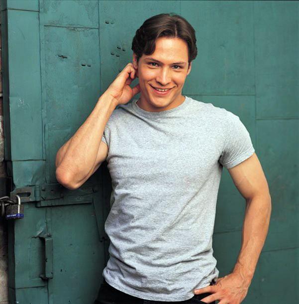 Nick Wechsler è Kyle nella 2 serie 'Roswell'
