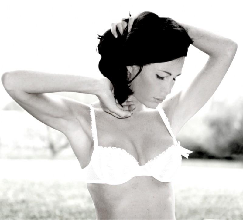 Una immagine sexy di Celeste Pisenti