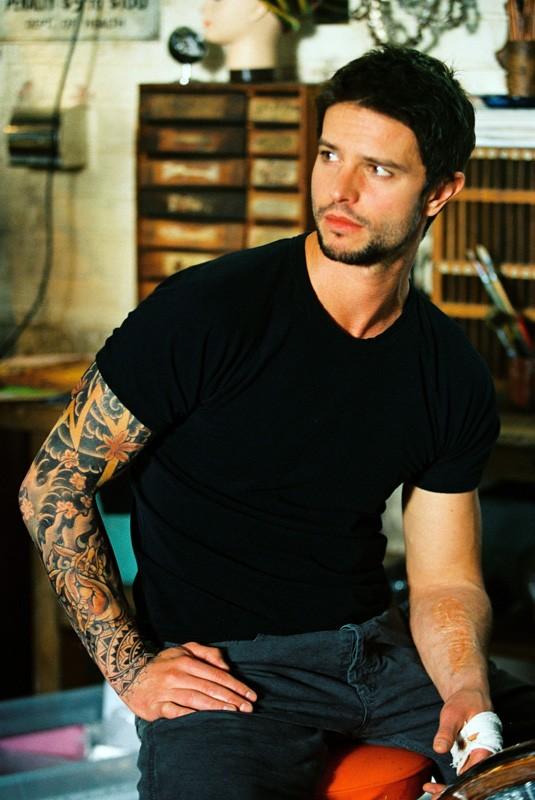 Una scena di Jason Behr nel fim 'The Tattooist'