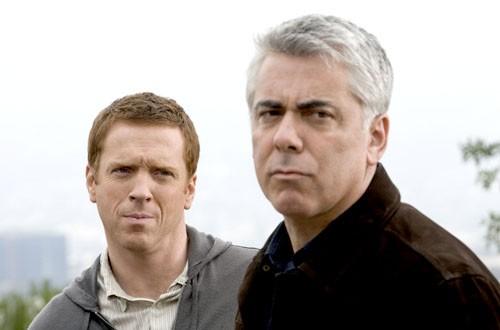 Adam Arkin e Damian Lewis nell'episodio 'Mirror Ball' della serie Life.