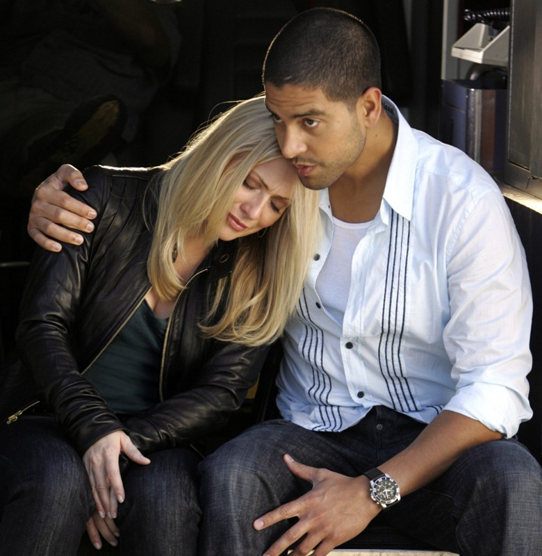 Adam Rodriguez e Emily Procter in una scena di CSI: Miami