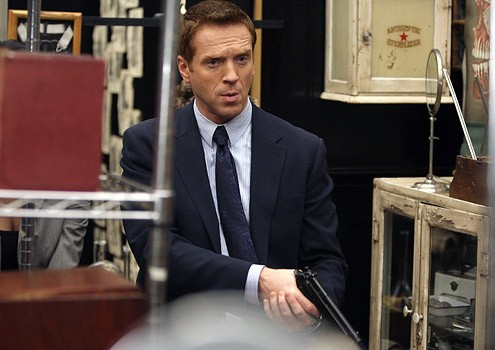 Damian Lewis in una scena dell'episodio '5 Quarts' della serie tv Life