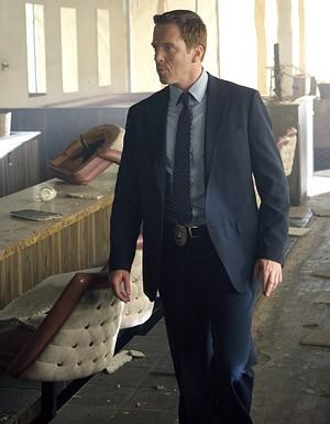 Damian Lewis in una scena dell'ultimo episodio della seconda stagione di Life 'One'