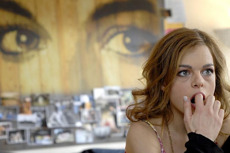 Eugenia Costantini in una scena dell'episodio 'Siempre!' del film FEISBUM!