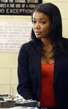 Gabrielle Union in una scena dell'episodio '5 Quarts' della serie tv Life