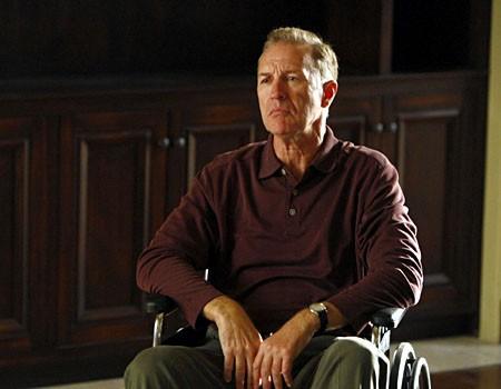 Geoffrey Pierson, nel ruolo di Charlie Crews Senior, in una sequenza dell'episodio 'Trapdoor' della serie tv Life