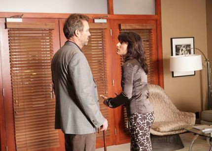 Hugh Laurie e Lisa Edelstein in una scena tratta da A House Divided di Dr. House: Medical Division