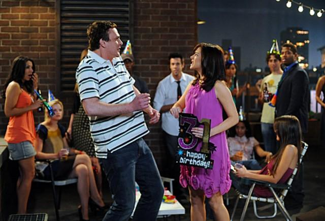 Jason Segel ed Alyson Hannigan in una scena dell'episodio The Leap di How I Met Your Mother