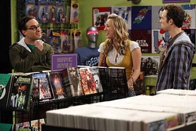 Johnny Galecki, Kaley Cuoco e Kevin Sussman in una scena dell'episodio The Hofstadter Isotope di The Big Bang Theory