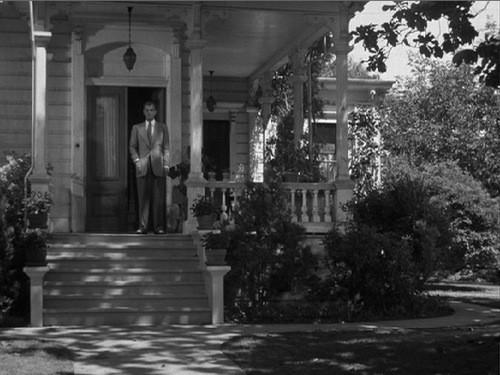 Joseph Cotten è il protagonista de L'ombra del dubbio