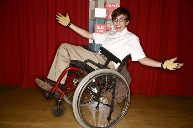 Kevin McHale in una foto promozionale della serie Glee