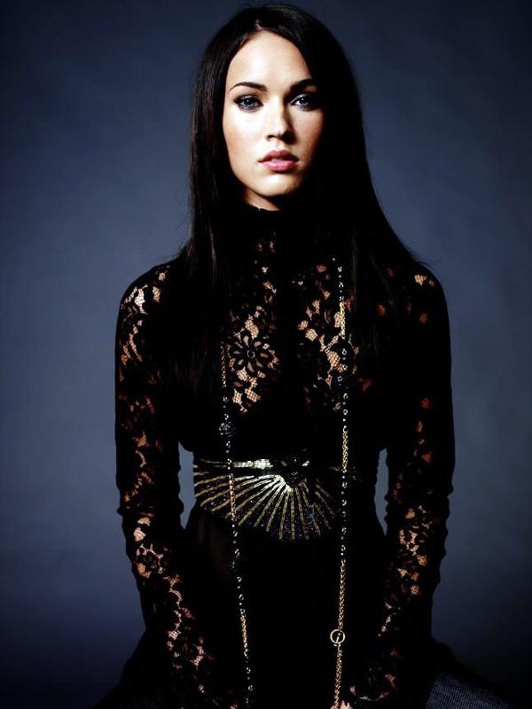 Promo di Megan Fox in total black