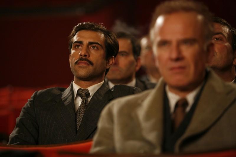 Simone Montedoro (a sinistra) è Ottavio nella fiction Enrico Mattei - L'uomo che guardava al futuro